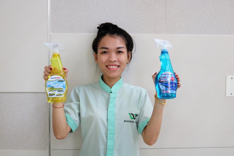 Nhân viên vệ sinh tại Công ty TNHH Builwork Việt Nam